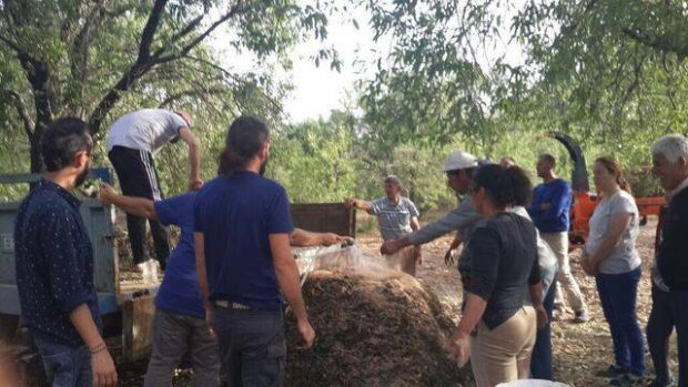 Sındı'da Çiftçilerle Organik Gübre Yaptık