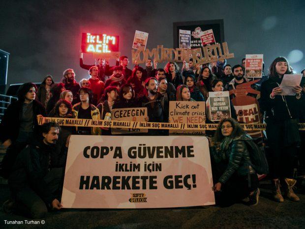 Küresel İklim Grevinde Aktivistler İstanbul'dan Seslendi